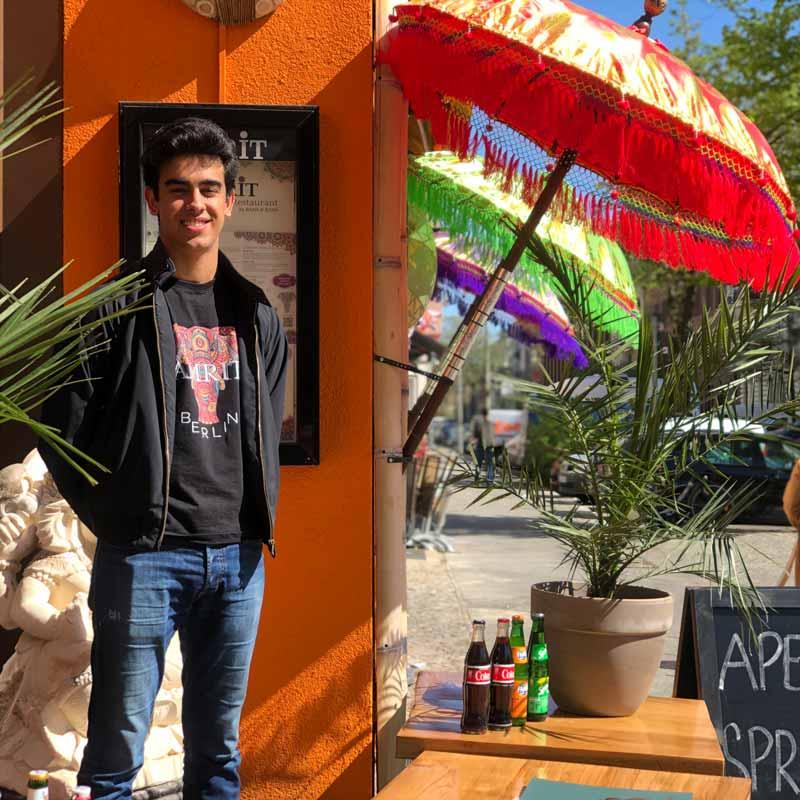 Amrit-Berlin-Kreuzberg-Restaurant-Eingang-Eröffnung