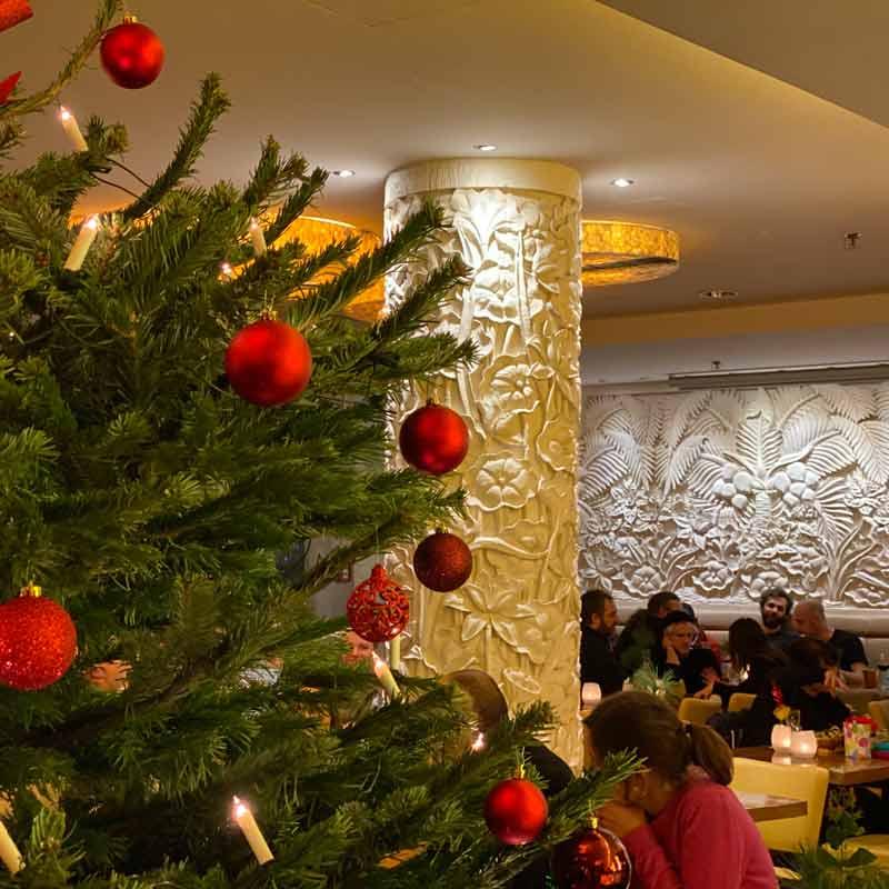 amrit berlin weihnachtsfeier baum